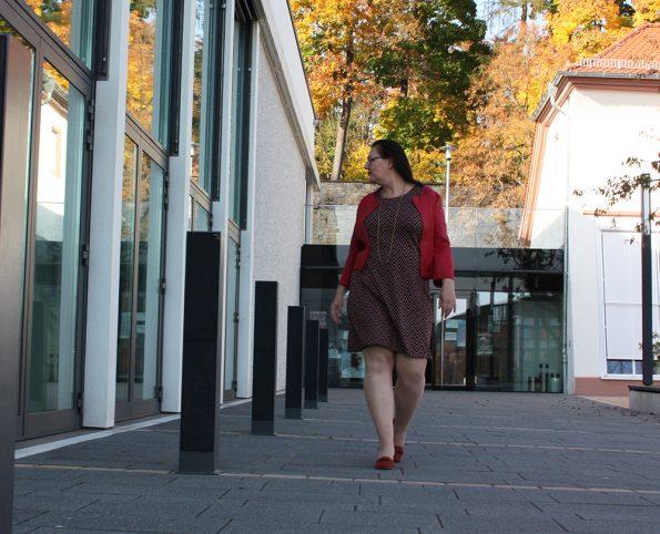 Kleid und rote Jacke von Paprika