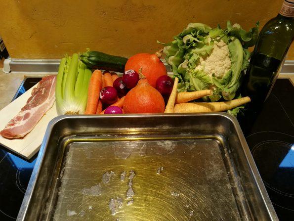 Gemüse Kürbis, Karotten, Blumenkohl, Zwiebel, Pastinaken, Zuccini und Sellerie