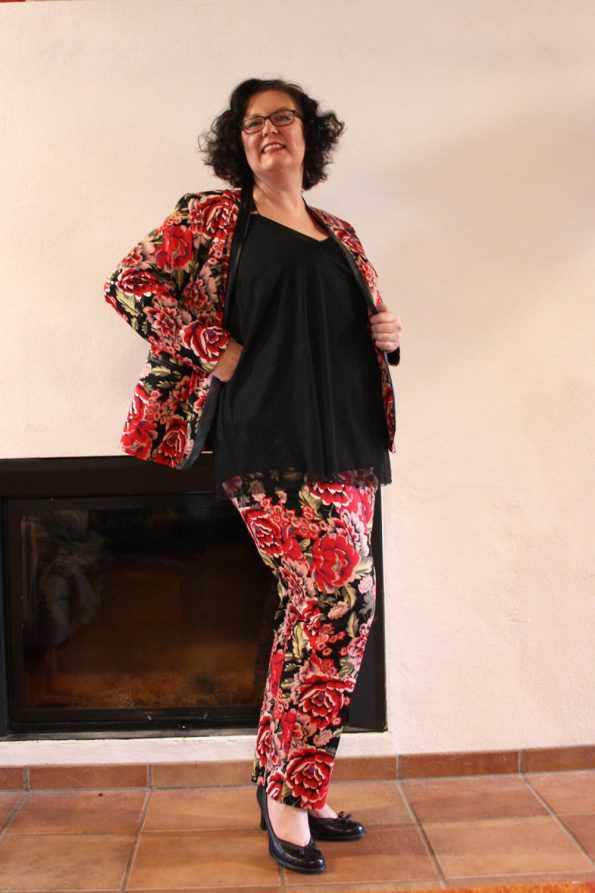 Hosenanzug in Flowerprint mit Chiffon Top in schwarz
