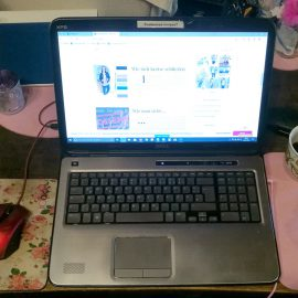 Arbeitsplatz mit Laptop