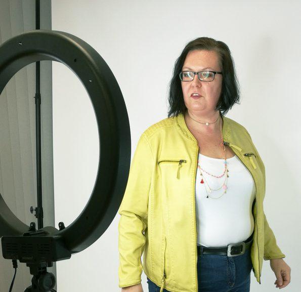 Hier sieht man wie die Brille das Licht spiegelt