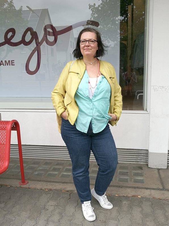 Dorit vor dem Sheego Store in Hanau