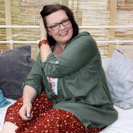 Blusen-Jacke mit Kapuze von Janet & Joyce, Jersey-Hose mit Alloverprint von Janet & Joyce